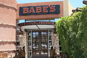 pet friendly restaurant in indian wells